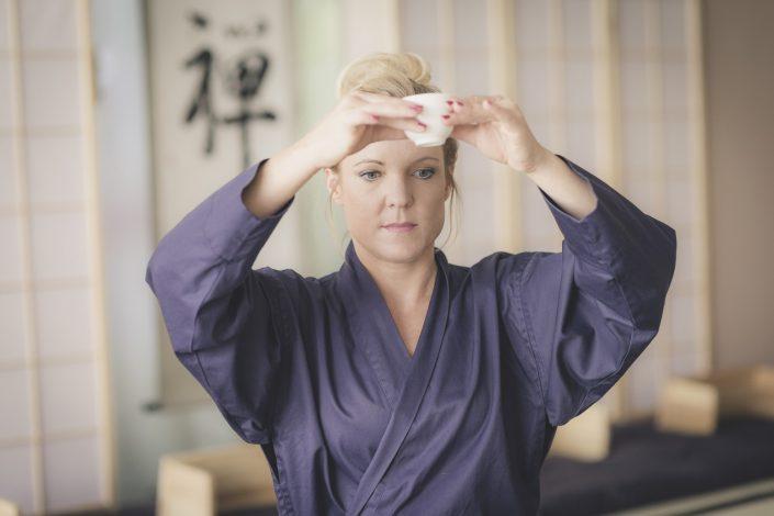 Teezeremonie Sarei lernen in der Ausbilung zum Zendo-Leiter in Salzburg