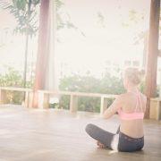 Eine optimale Kombination sich körperlich und geistig fit zu halten. ist Meditation und Yoga.