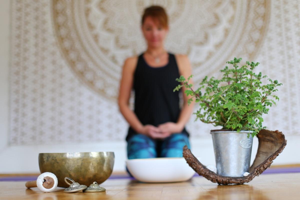 Kräuterkraftyoga und Meditation in der Zen Lounge Salzburg